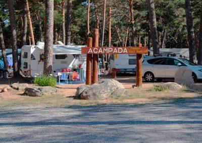 Aloj_Acampada_Entrada